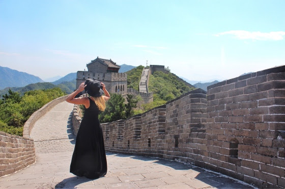 looking with hat great wall