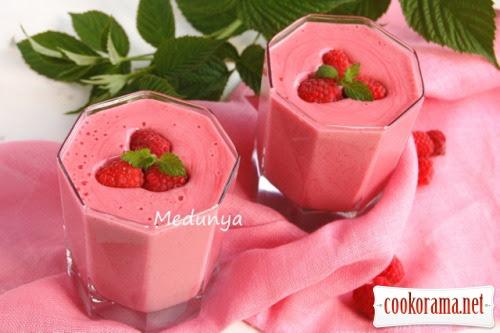 Малиновий десерт з манкою