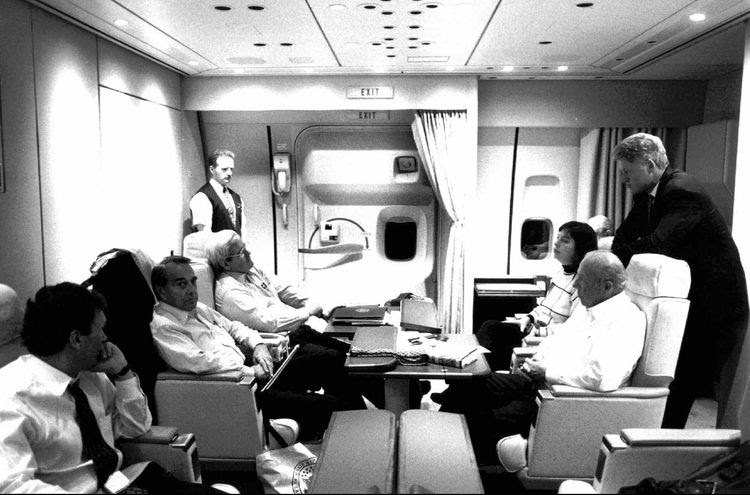 Bill Clinton flies on Air Force One in 1995 with Tom Daschle, Bob Dole and Newt Gingrich. (File)