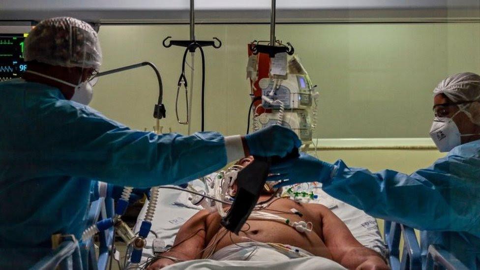 Coronavirus: Hospitals in Brazil's São Paulo 'near collapse'