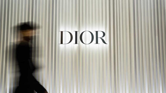 Moda na pandemia vive onda esotérica liderada pela Dior, com looks inspirados no tarô