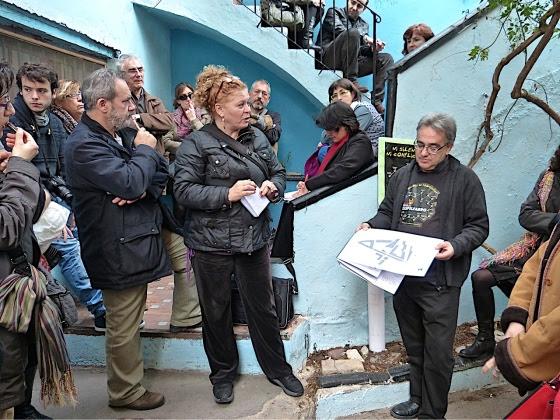 Pilar Massó aún espera que no se derriben las viejas fábricas de la calle Lliria Calle Gutemberg. Foto Mercedes Grau.
