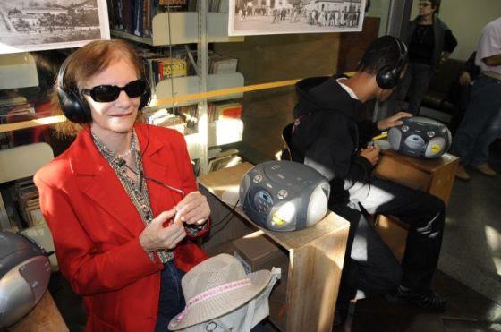 A Audioteca empresta os audiolivros sob a forma de fita K7, CD ou MP3 sem custo para os associados com deficiência visual