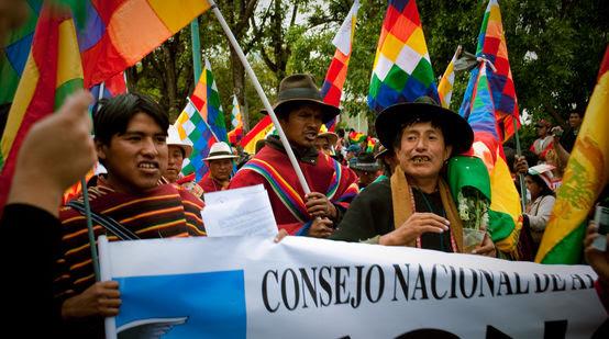 Indígenas marchan en defensa del TIPNIS en el año 2012