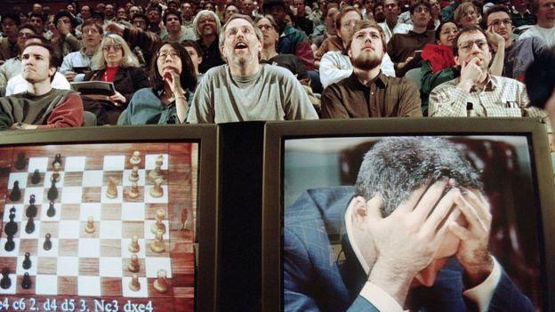 A vitória do computador Deep Blue sobre Garry Kasparov, em 1997, foi um marco para o desenvolvimento da inteligência artificial