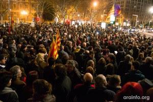 Cerca de 2000 personas en el acto en Zaragoza en apoyo al barrio de Gamonal. Foto: AraInfo