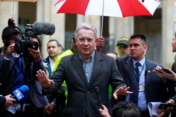 Uribe se queda con la llave de la paz en Colombia tras la derrota del pacto