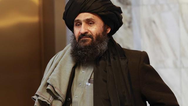 Número 2 do Talibã chega a Cabul para negociar formação de governo