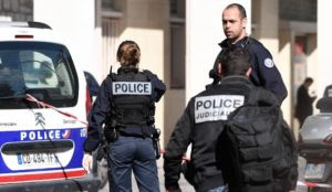 France: Muslim with knife chants Qur'an verses outside police station, has photos of cops who worked at the station