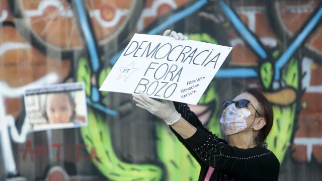 Atos anti-Bolsonaro expõem rachas, aglomerações e gritos contra racismo