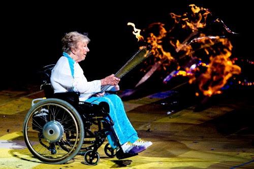 Margaret Maughan, medalha de ouro no tiro com arco nos primeiros Jogos Paralímpicos, em Roma (1960), participou da cerimônia de abertura da Paralimpíada de Londres