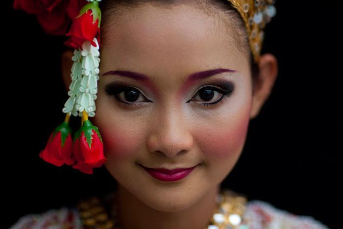 http://chicquero.files.wordpress.com/2012/03/international-womens-day-chicquero-thailand-2.jpg?w=800