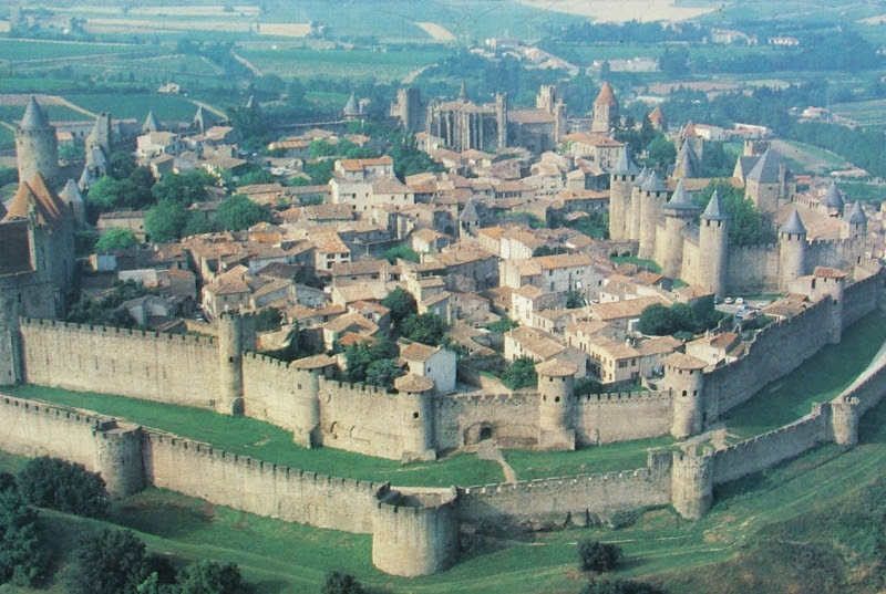 http://macpik.files.wordpress.com/2011/02/carcassonne-foto.jpg