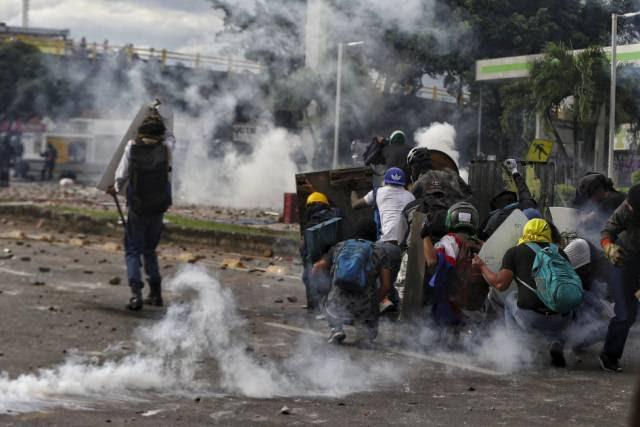 """""""É uma caçada"""": a repressão dos protestos em imagens"""
