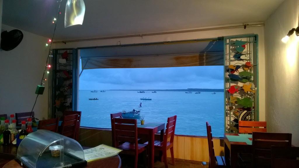 Bar das Ondas, um local incrível para esperar o jantar com essa paisagem da janela.