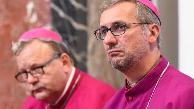 Resultado de imagen para el papa pide revision sobre uniones homosexuales
