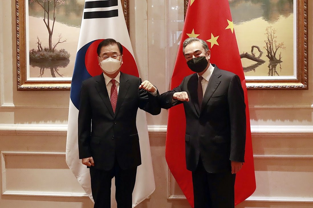 South Korean Foreign Minister Chung Eui-yong (left) and Chinese Foreign Minister Wang Yi last met in Xiamen in April. Photo: AP