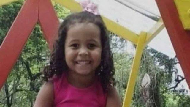 Testemunhas acusam PMs de recolherem projéteis após morte de menina no RJ