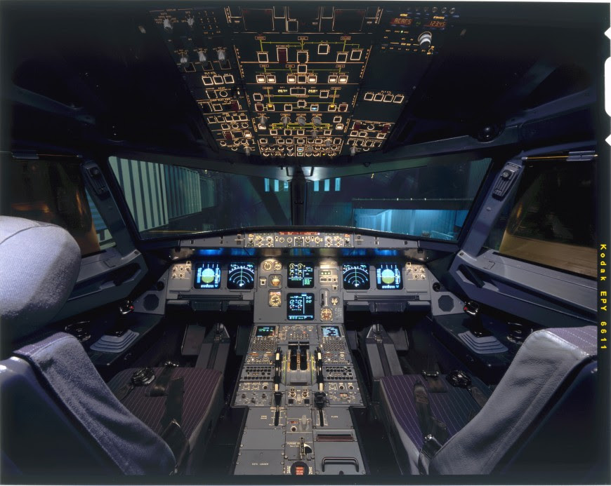 http://www.laboiteverte.fr/21-cockpits-davions/19-cockpit-avion-airbusa320/