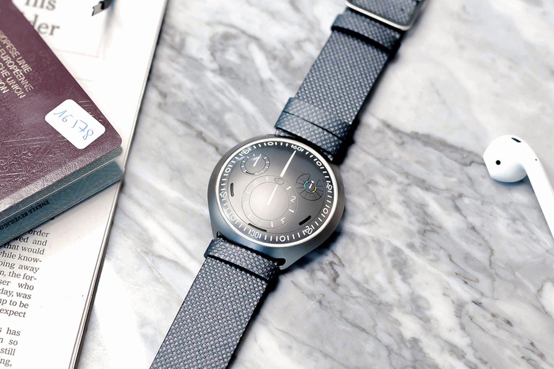 Ressence เปิดตัว Type 2 e-Crown คอนเซปต์นาฬิกาออโตเมติกตั้งเวลาอัตโนมัติผ่านแอพ