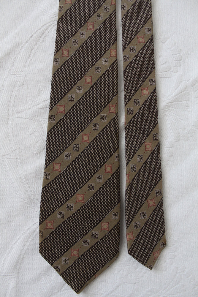 YVES SAINT LAURENT VINTAGE 100% SILK TIE