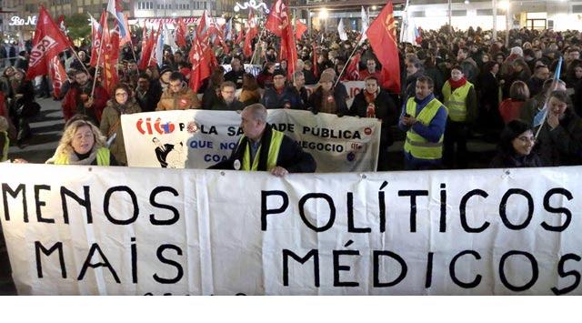 Manifestación a favor de la sanidad pública en Santiago de Compostela. EFE