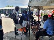 La Organización Internacional de Migrantes (IOM por sus siglas en inglés) están coordinando asistencia médica y psicológica para los deportados.