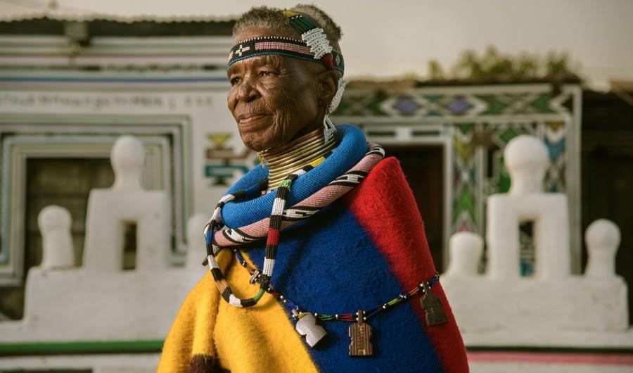 Esther Mahlangu está mantendo Pintura Ndebele da Africa Alive
