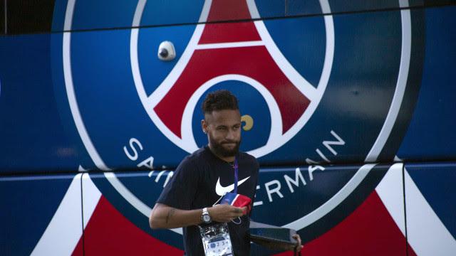 Neymar faz 2 gols de pênalti, mas PSG leva virada no fim e perde do Lorient