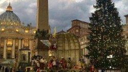 El pesebre y el árbol de navidad en el Vaticano 2017
