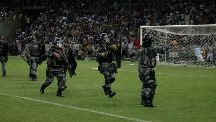 Castelão, confusão, briga, torcidas, invasão, Ceará, Fortaleza (Foto: Bruno Gomes/Agência Diário)