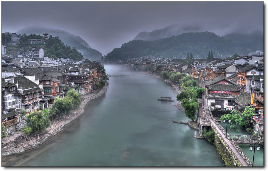 http://cdnfiles.hdrcreme.com/34528/medium/feng-huang-a-little-town-in-sw-china.jpg?1324528087