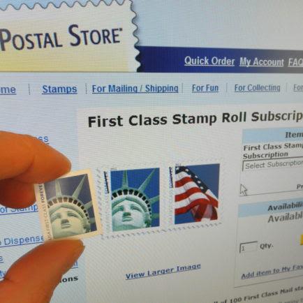 El Servicio Postal de Estados Unidos debe pagar un artista $ 3,5 millones después de la impresión accidentalmente a su versión de la Estatua de la Libertad en Los mil millones de Sellos