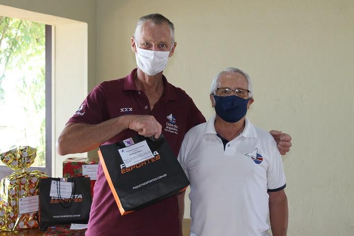 Comodoria do Jangadeiros homenageou funcionários por tempo de serviço