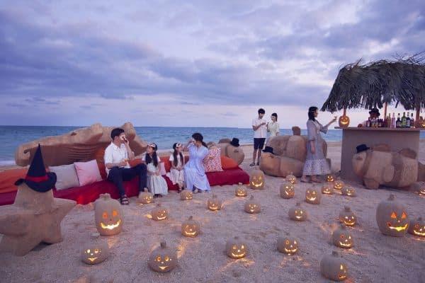 【リゾナーレ小浜島】「南の島のビーチハロウィン」を開催~白砂のマスカレードマスクで仮装してサンドアートラウンジで過ごす~