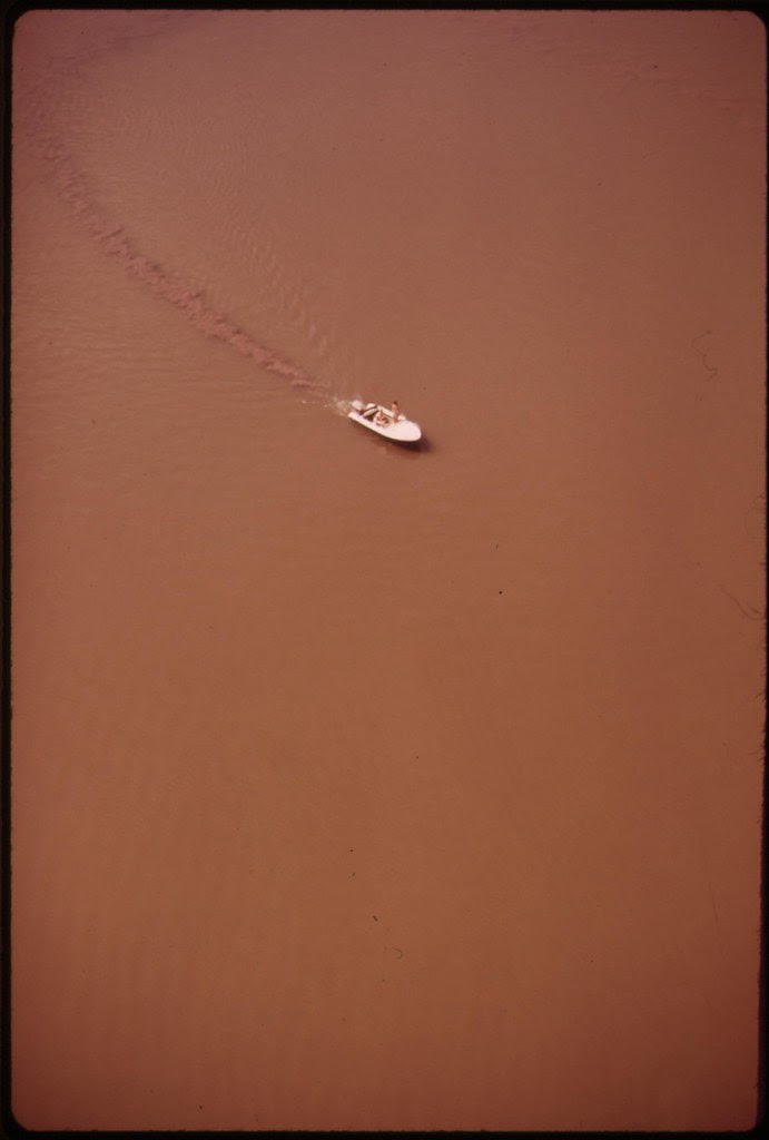 Small Powerboat On Potomac River Above Mt. Vernon Churns Up Silt, April 1973 | by The U.S. National Archives