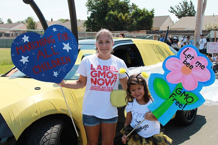 38-59_MAAM_Lake_Forest_CA_parade_bee_car_mom_and_flower_girl_-_Copy.jpg
