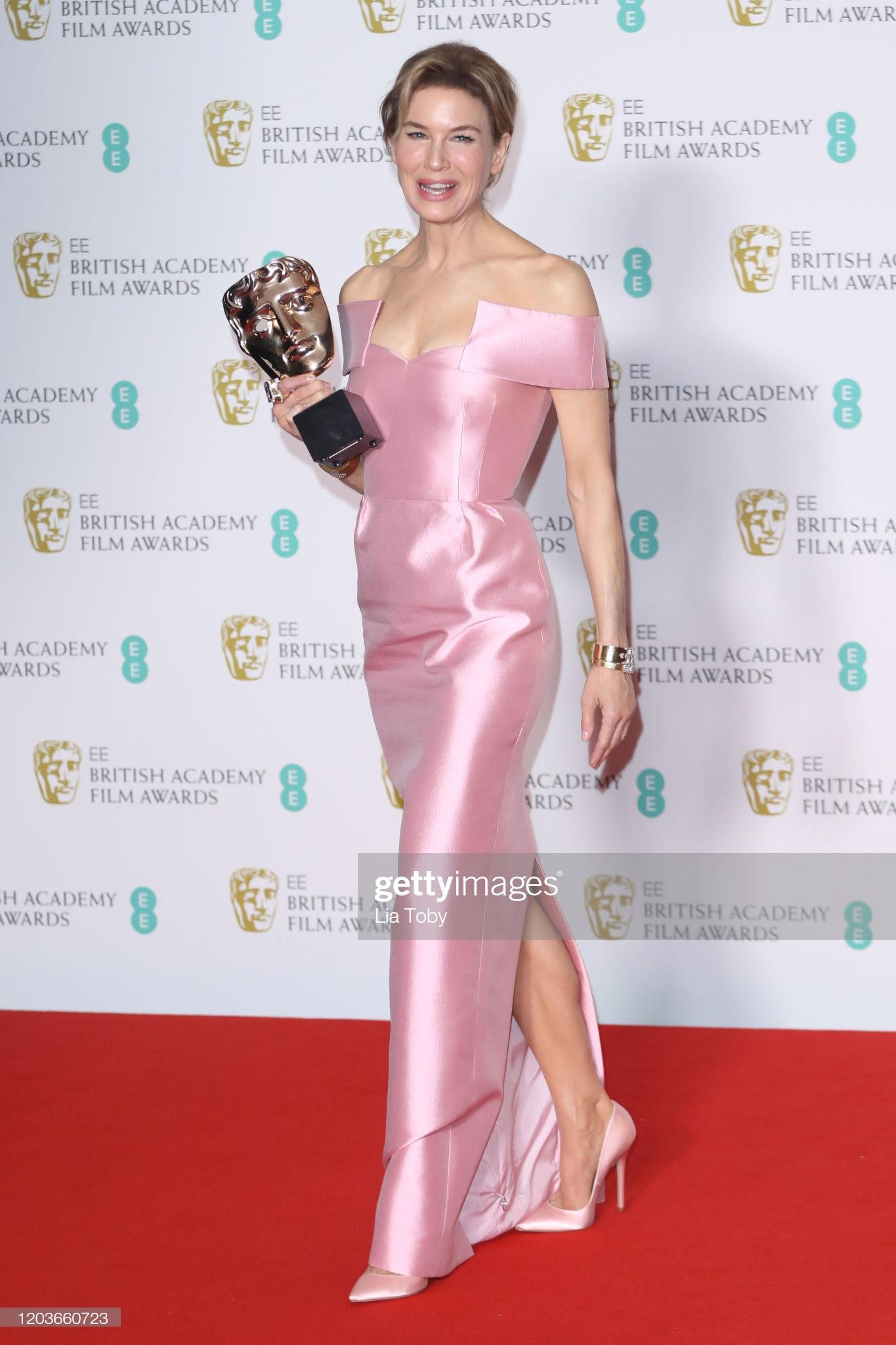 a015b537 946e 4d5e a968 df25a4e2f197 - Premios 'BAFTA': Todas las celebrities que lucieron Jimmy Choo