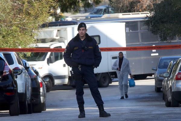 Έγκλημα στην Ν. Σμύρνη: Πολλαπλές μαχαιριές φέρει στο σώμα της το θύμα