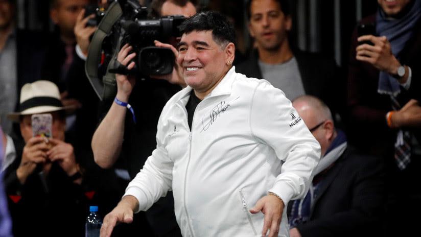 VIDEO: Maradona cumple el sueño de un niño que nació sin piernas jugando al fútbol con él