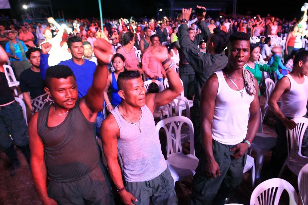 Cientos de integrantes de las FARC participan en un acto cultural (EFE)