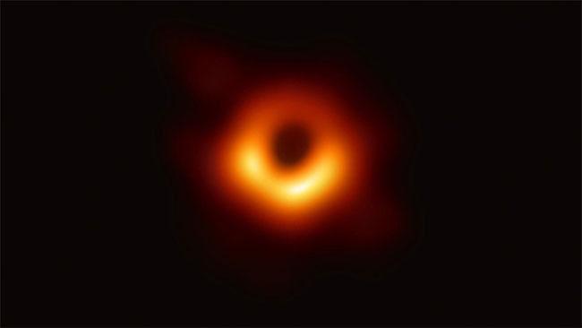 Bức ảnh đầu tiên về hố đen vũ trụ con người chụp được.