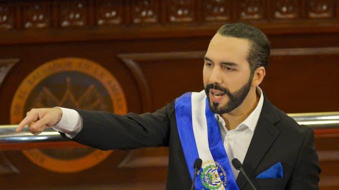 Nayib Bukele, presidente de El Salvador, discursa no Congresso no prédio da Assembleia Legislativa em San Salvador, El Salvador, na terça-feira, 1º de junho de 2021. Fotógrafo: Camilo Freedman / Bloomberg via Getty Images
