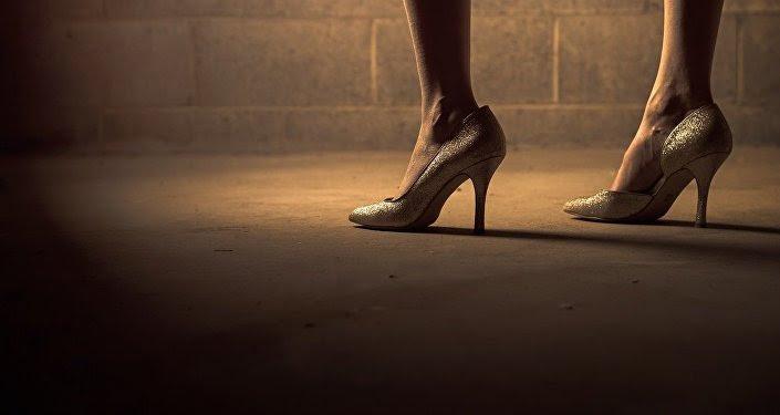 Zapatos de tacón, imagen referencial