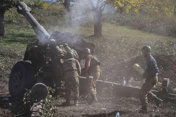 Des soldats arméniens sur la ligne de front dans le Haut-Karabakh, le 25 octobre.
