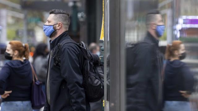 Covid-19: EUA ultrapassam 575 mil mortes desde o início da pandemia