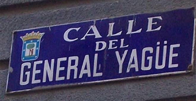 Placa de una calle de Madrid, que rinde homenaje al autor de la masacre de Badajoz de la Guerra Civil.- FORO POR LA MEMORIA