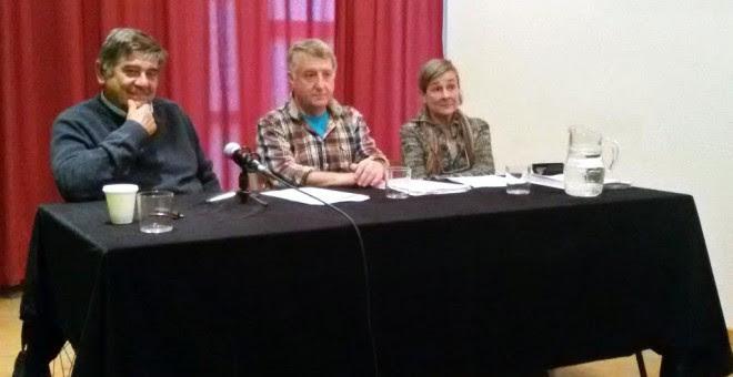 Rueda de prensa celebrada ayer en Pamplona, donde se presentó la moción que será debatida el viernes