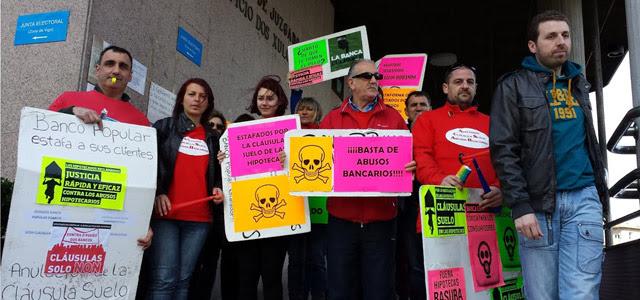 Miembros de la Plataforma de Afectados por Cláusula Suelo y Abusos Bancarios de Vigo.