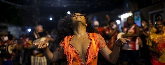 Danzas, lava y aviones: las fotos más destacadas de la semana